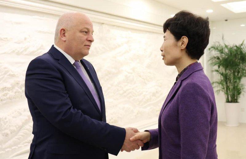 l'Ukraine et la Chine entament des négociations sur un accord de libre-échange.